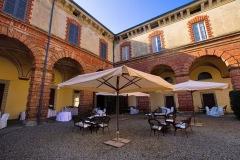 1_angolo-portico-e-corte-interna-castello-silvestri