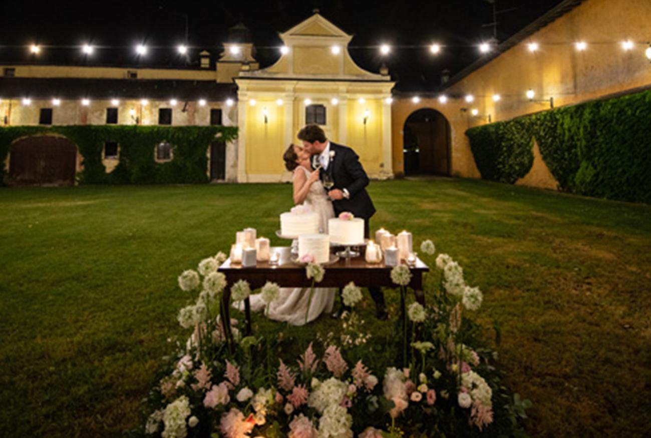 castello-silvestri-sposi-bacio-taglio-della-torta
